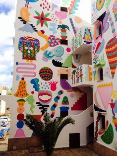 2014 Zosen y Mina Hamada Apartamentos Surfing Playa. rei Jaume I, 07180 Santa Ponça Kids Room Murals, Bedroom Murals, Murals Street Art, Graffiti Art, Mural Wall Art, Wall Art Prints, Colorful Drawings, Public Art, Wall Design