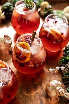 Deck the halls and get in the holiday spirit with this festive Sparkling Christmas Party Punch, made extra special in a sweet cinnamon sugar-rimmed glass! Holiday Punch, Christmas Punch, Christmas Cocktails, Winter Cocktails, Christmas Eve, Xmas, Dry White Wine, Half Baked Harvest, How To Make Beer