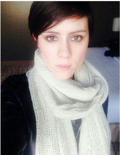 Sara is beautiful Tegan And Sara, Pretty Girls, Twins, Female, Beautiful, Selfie, Fashion, Moda, Cute Girls
