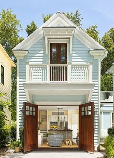 This Adorable Charleston Guesthouse Was Once a Garage The forecast for this Charleston, SC, guesthouse is 365 days of summer, thanks to one interior designer's beachy decorating tricks. Take a look inside this space that was once used to house cars. Beach Cottage Exterior, Beach Cottage Style, Exterior House Colors, Beach House Decor, Exterior Paint, Maine Cottage, Coastal Style, Coastal Living, Charleston Beaches