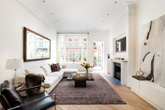 Une terrasse dans l'Upper East Side Upper East Side, One Bedroom Apartment, Pent House, Home Living Room, Townhouse, Sweet Home, Real Estate, Interior Design, Furniture