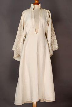 Routi, women's cotton chemise. Epirus © Lyceum Club of Greek Women [http://www.lykeionellinidon.gr/portal/moreobjects_en.aspx?source=menu&name=Epirus]