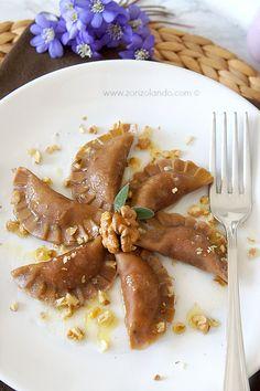 Mezzelune di farina di castagne con ricotta, speck e noci - Chestnuts flour ravioli with smoked ham, ricotta and walnuts
