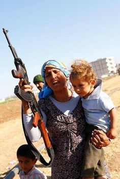 Kurdish mother from 2013 in take gun to protect her children's and her people from Isis and Turks invaders Muslim Beauty, Warrior Queen, Asian Kids, Female Soldier, Freedom Fighters, World Peace, Real Women, Current Events, Guns