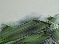 Conrad Jon Godly出生於瑞士達沃斯,曾在巴賽爾藝術學院學習油畫,至此之后的18年以時尚攝影師為業。直到2006年,他斷然决定傾聽内心的聲音,重返畫壇,並前往瑞士庫爾的山脈尋求心靈的慰藉。