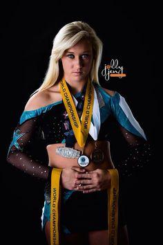 Senior picture ideas for girls | jollyjen photography | posing ideas for seniors | cheerleader poses #jollyjenphotography