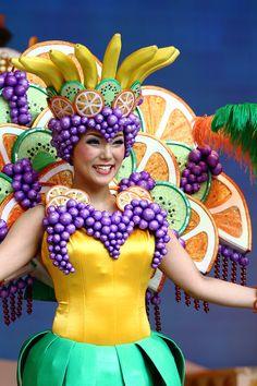 ドックの写真掲示板 Doc's photo Carnival Outfits, Carnival Costumes, Halloween Costumes, Nutrition Month Costume, Elizabethan Clothing, Fruit Costumes, Apple Costume, Theme Park Outfits, Theatre Costumes