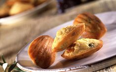 Finger food : 10 recettes à déguster avec les doigts #fingerfood #snacking #brochettes #nuggets #beignets #madeleines #bretzel #tartines #chips #hotdog #churros #chips #nem #apéritif #apéro Preparation Des Olives, Madeleine Chorizo, Mini Madeleines, Lard, Prosciutto, Pretzel Bites, Finger Foods, Baked Potato, Food To Make