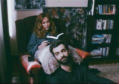 """Şu anda, sana güzeI bir söz söyIeyebiImek için on bin kitap okumuş oImayı isterdim dedi. Gene de az geIişmiş bir cümIe söyIemeden içim rahat etmeyecek: seni tanıdığıma çok sevindim kendi çapımda.""""  Oğuz Atay"""