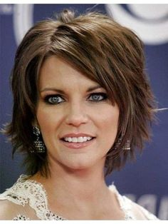 Short Layered Bob Hairstyles that'll Make You Amazed Short Layered Hairstyles with Bangs Oval Face Haircuts, Bob Hairstyles With Bangs, Haircut For Thick Hair, My Hairstyle, Short Hairstyles For Women, Celebrity Hairstyles, Hairstyle Pictures, Shag Hairstyles, Feathered Hairstyles