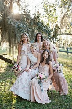 Especially loving the mismatched dresses worn by the bridesmaids. Who loves this too? Raise your hands! Best Wedding Guest Dresses, Romantic Wedding Hair, Wedding Pics, Boho Wedding, Summer Wedding, Wedding Styles, Dream Wedding, Wedding Ideas, Wedding Bells