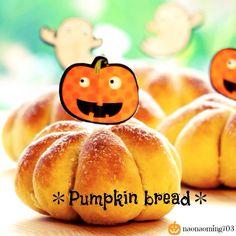 かぼちゃパン。 かぼちゃクリームをたっぷり入れ、栗を丸ごと一粒コロンと入れました(b'3`*)