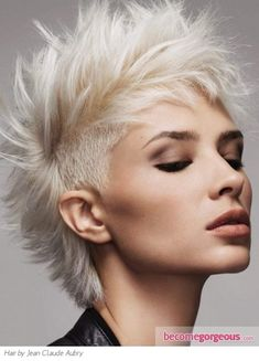 Gorgeous Mohawk Hairstyle - Punk Girl Hairstyles Pictures Should I? Femme Mohawk, Girl Mohawk, Punk Mohawk, Mohawk Cut, Short Mohawk, Mohawk Hairstyles, Short Hairstyles For Women, Hair Styles 2014, Short Hair Styles