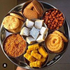 Indian Fast Food, Dry Snacks, Diwali Food, Indian Dessert Recipes, Food Lab, Snap Food, India Food, Food Snapchat, Exotic Food