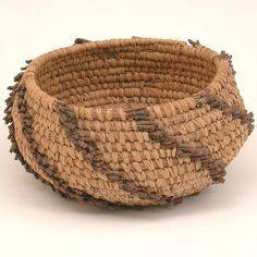 Native American Pine Needle Basket, Seminole Manne : Lot 102