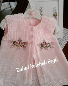 """Mine Adısönmez """"Discover thousands of images about Mine Adısönmez"""", """"This post was discovered by den"""", likes 43 comments"""", """"sweety babies a Knitting Blogs, Knitting For Kids, Baby Knitting Patterns, Crochet For Kids, Knitting Designs, Crochet Baby, Knit Crochet, Baby Cardigan, Baby Pullover"""