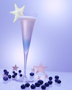 Star of Night Cocktail by thenest #Champaagne #Acai #Blueberry