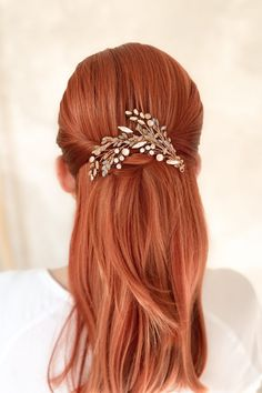 BEAUTIFULLY CRAFTED HAIR COMB IN A PARTICULAR COLOR COMBINATION SUITABLE FOR EVERY OCASSION. MADE FROM FINE GLASS BEADS AND ROSE GOLD SWAROVSKI CRYSTALS THE COMB IS EASY TO WEAR AND IT IS DEFINITELY THE MOST WANTED HAIR JEWELRY OF THE SEASON. DESIGNER'S TIP Use some unique colored velvet leafs pin. You can order them separately and mix various leaf colors with the combs. THE PIECE IS PICTURED HERE WITH LIME-GREY LEAF PIN. DIMENSION: 14 CM COMPOSITION: SWAROVSKI CRYSTALS & PEARLS GLASS BEADS Leaf Coloring, Hair Comb, Hair Jewelry, Color Combinations, Magnolia, Swarovski Crystals, Glass Beads, Composition, Lime