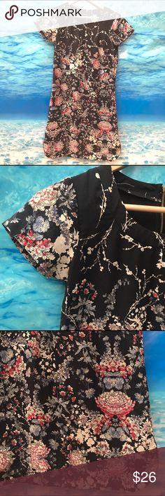 NWT Japna Blue Floral Dress Great floral dress with gold zipper on back {7} Japna Dresses