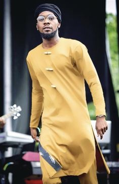 Patoranking surprises a lawyer with an all-expense-paid trip to Dubai - Nigeria News, Africa News, World News - Nollywood Times African Wear Styles For Men, Ankara Styles For Men, African Shirts For Men, African Dresses Men, African Attire For Men, African Clothing For Men, Mens Clothing Styles, Nigerian Men Fashion, Indian Men Fashion