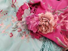 😍🤩💐Nueva creación en tonos rosas y azules. #FloresdeFlamenca creadas con mucho mimo para lucir espléndida. Tu #look de #flamenca te espera en #BlancoAzahar.   #TodosLosColores en más de 100 especies de flores.   #ModaFlamenca #FeriadeAbril2018 #Sevilla #floresflamenca Flowers, Plants, Orange Blossom, Mime Artist, Flamingo, Sevilla, Create, Roses, Blue Nails