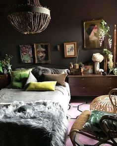 Now get a curated collection of black bedroom furniture ideas over the web land easily. Bring in new black bedroom furniture and give your bedroom an exotic look. Home Bedroom, Bedroom Decor, Master Bedrooms, Bedroom Ideas, Black Bedroom Furniture, Deco Nature, Black Rooms, Classic Home Decor, Dark Interiors