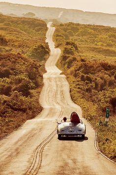 57 Porsche 356 Speedster and country roads Beautiful Roads, Beautiful Places, Beach House Style, Porsche Classic, Classic Cars, Winding Road, Belle Photo, Us Travel, Family Travel