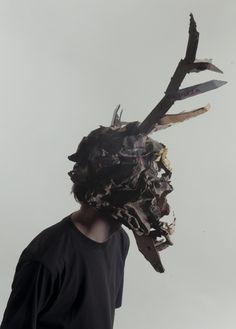 Les presentamos un proyecto a cargo del artista Jozek Mrva. Se trata de una serie de máscaras de animales hechas de cartón, las cuales están hechas para