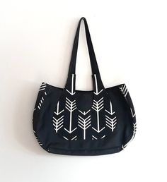 Sac noir et blanc en similicuir et coton par GabardineCouture Black and white arrow Ooak bag