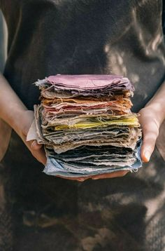 Low waste recipes Foraging for Natural Dye Plants - check out this book - awesome photography and maybe recipe for oak gall ink Fabric Photography, Hand Photography, Photography Ideas, Decor Crafts, Crafts To Make, Art Crafts, Paper Crafts, Craft Art, Natural Dye Fabric