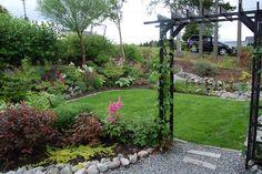 Sensommerhagen min Arch, Sidewalk, Outdoor Structures, Garden, Plants, Longbow, Garten, Side Walkway, Lawn And Garden