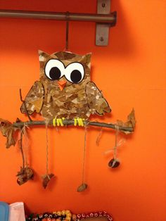 Owl with fall things. Fall Arts And Crafts, Autumn Crafts, Fall Crafts For Kids, Autumn Art, Nature Crafts, Autumn Theme, Crafts To Do, Diy For Kids, Autumn Activities