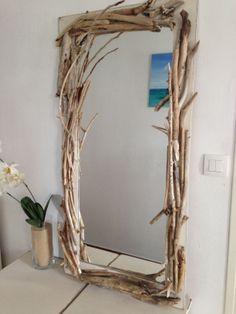 Voilà ce qu'est devenu le bois flotté ramassé sur la Côte Basque. Une jolie façon de nettoyer les plages et de décorer sa maison.