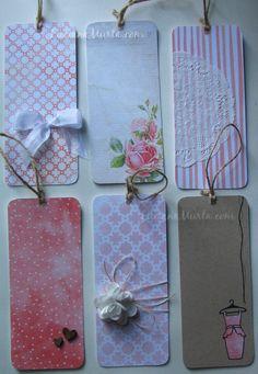 Luciana Murta | Scrapbook, miniaturas, costura, decoração, organização Handmade Tags, Handmade Crafts, Diy And Crafts, Paper Crafts, Homemade Gift Tags, Homemade Bookmarks, Book Markers, Paper Tags, Card Tags
