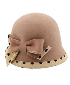 Vintage Khaki Felt Hat with Dot Print and Bow Detail Really cute hat. Like the bow tie feature and the polka dots. Vintage Dresses, Vintage Outfits, Vintage Fashion, Turbans, Vintage Love, Vintage Hats, Love Hat, Felt Hat, Hat Pins