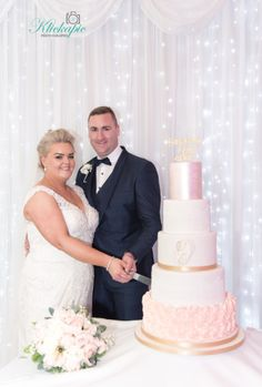Our Bride and Groom cutting their 5 tier rosegold wedding Cake Photography On Your Wedding Day, Perfect Wedding, Best Wedding Venues, Wedding Ceremony, Bride Speech, Wedding Brochure, Intimate Weddings, Engagement Couple, Wedding Details