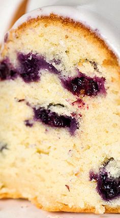 This blueberry buttermilk bundt cake is filled with fresh blueberries and topped with a thick sugar glaze. The cake is super tender and moist! Blueberry Cake, Blueberry Recipes, Blueberry Buttermilk Breakfast Cake, Blueberry Delight, Blueberry Cobbler, Food Cakes, Cupcake Cakes, Chocolates, Buttermilk Recipes