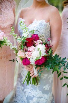Spring wedding bouquets - 12 boquets to tie the season