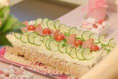 Ruokamatkalla: Helppo voileipäkakku ristiäisiin