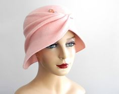 Pastel Pink Felt Cloche Hat Spring Fashion by KatarinaHats Fascinator Hats, Headpiece, 1920s Hats, Costume Hats, Costumes, Love Hat, Felt Hat, Brim Hat, Hats For Women