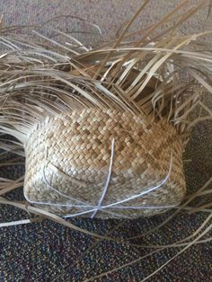 Flax Weaving, Weaving Art, Weaving Patterns, Basket Weaving, Arts And Crafts, Diy Crafts, Indigenous Art, Home Brewing, Paracord