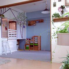 女性で、3LDKのこどもと暮らす。/グリーンのある暮らし/DIY/押入れ改造/IKEA/和室を改造…などについてのインテリア実例を紹介。「押入れを改造して作ったキッズスペース。中にライトを付けました。イメージは森の中の秘密基地…子供たち、喜んでくれました(^-^)」(この写真は 2015-09-11 19:54:20 に共有されました)