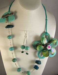 Design by Terry Matuszyk, Pink Chapeau Vintage Jewelry, Beads and handmade focal supplied by Natalie Moten.