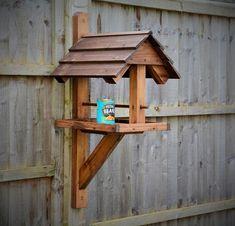 Wood Bird Feeder, Bird Feeder Craft, Garden Bird Feeders, Bird House Feeder, Modern Bird Feeders, Diy Wooden Projects, Simple Woodworking Projects, Wood Shop Projects, Bird Feeding Table