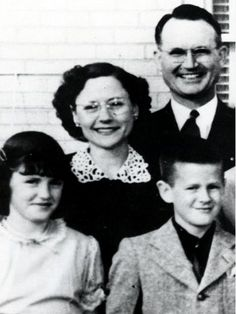 The Clutter family of Holcomb, Kansas, whose murders were the subject of In Cold Blood. Clockwise from upper right: Herb, 48, Kenyon, 15,  Nancy, 16, Bonnie, 45. In Cold Blood, Forensics, Murder Most Foul, Famous Murders, Cold Case, Criminal Minds, True Crime, Serial Killers, Psychopath