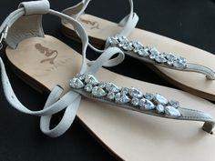 Personalizzazione Sandali Sposa Custom wedding Capri Sandals #lovely #sandali #freemonogram #iniziali #date #italianstyle #weddingsandals #sandalidasposa #specialday #madeinitaly #september #caprisandals #shoes #wedding #shoes #syreniacaprisandals #estate #love #design #instagood #amazing #perle #flowers #dubai #miami #milano #tailormade #white #fashion #weddingshoes #pearls