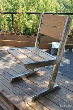 Adirondack chair, reclaimed wood DIY - Make this beautiful Adirondack Chair yourself! See this post for the Furniture Plans, instructions and supply list to build. #furniture #chair #woodworking #DIY