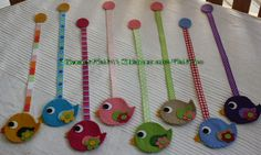 Idea for felt bird bookmarks :-) Diy Craft Projects, Fun Crafts, Sewing Projects, Crafts For Kids, Fabric Crafts, Sewing Crafts, Felt Bookmark, Cute Bookmarks, Book Markers