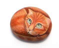 Sasso dipinto a mano con gatto. Handmade painted stone with cat.