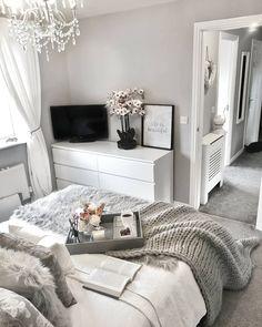 Home Remodel Split Level - beds room ideas Grey Bedroom Decor, Stylish Bedroom, Room Ideas Bedroom, Diy Bedroom, Grey Bedroom Design, Bedroom Inspo, Bedroom Wall, Silver Bedroom, Grey Home Decor